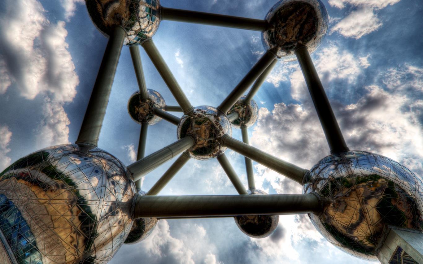 Công trình Atomium là một điểm nhấn biểu tượng của Brussels, thu hút rất đông du khách tham quan.