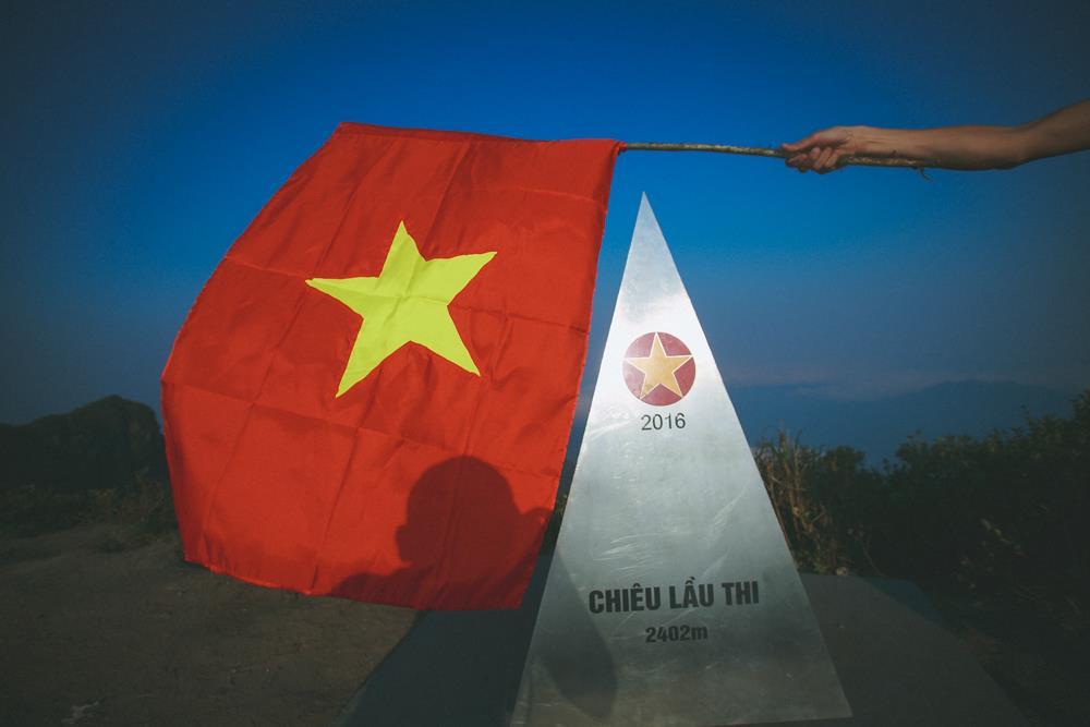 Chóp tại đỉnh núi Chiêu Lầu Thi mới được lắp đặt vào năm 2016.