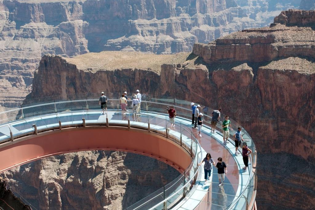 Cây cầu bằng thép hình móng ngựa Grand Canyon Skywalk