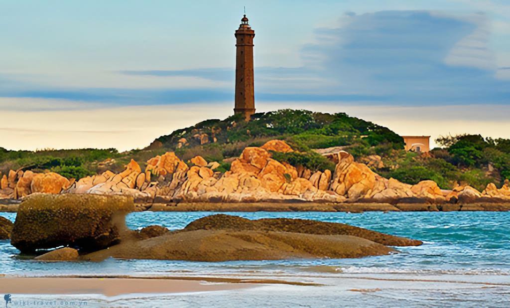 Du lịch mũi Kê Gà, ngắm hoàng hôn trên ngọn hải đăng cổ