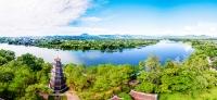 Du lịch Huế ngắm chùa Thiên Mụ soi bóng trên dòng sông Hương